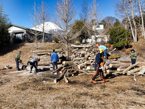 真っ白な富士山を見ながら薪狩り