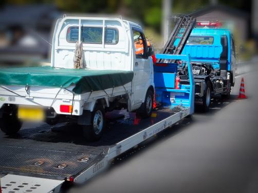 JAFにレッカー移動してもらう軽トラック